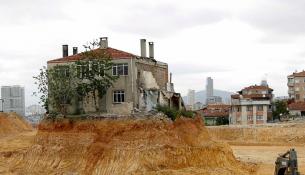Bakanlık zorda kalan inşaat şirketlerine ortak olacak