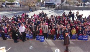Doğanşehir'de 7 Bin 700 Öğrenciye Giysi Yardımı Yapıldı