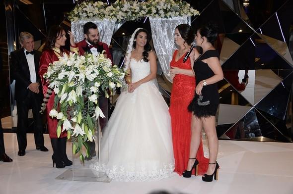 Erkan Petekkaya avukatının düğününde coştu
