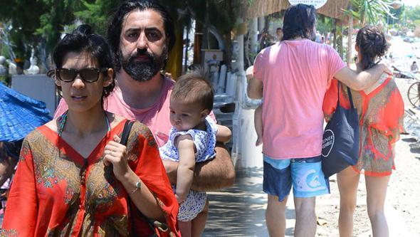 Deniz Arna ve ailesinin sahil turu